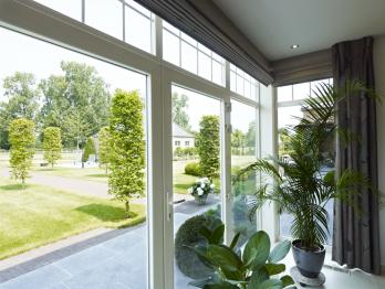 Tipos de ventanas y puertas abatibles ventajas y for Ventanas de pvc ventajas y desventajas